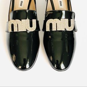 NWT: MIU MIU | Crystal Logo Patent Leather Pump